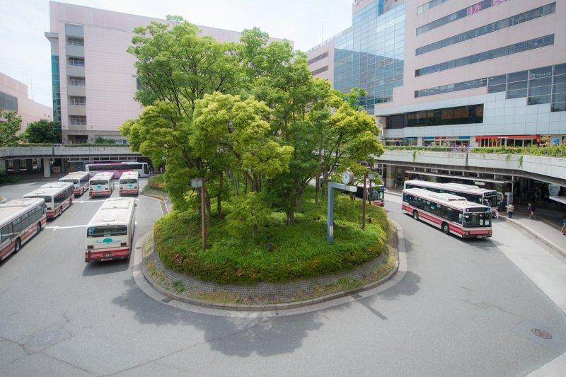 「新百合ヶ丘」駅南口のバスロータリー