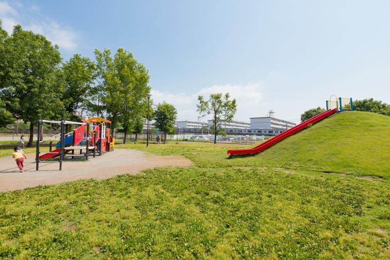 子どもがのびのび遊べる「新鶴見公園」