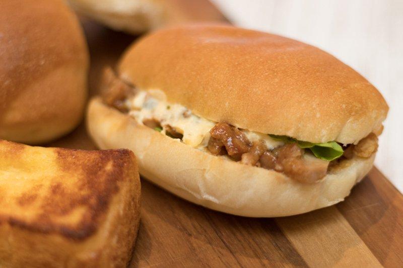 照焼若どりとポテトサラダのサンドイッチ