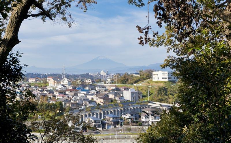 「小菅ヶ谷北公園」の高台から見える富士山