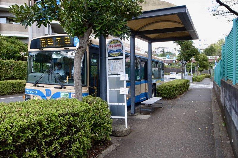 「磯子」駅行きのバス