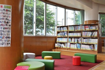 開成南小学校 図書館