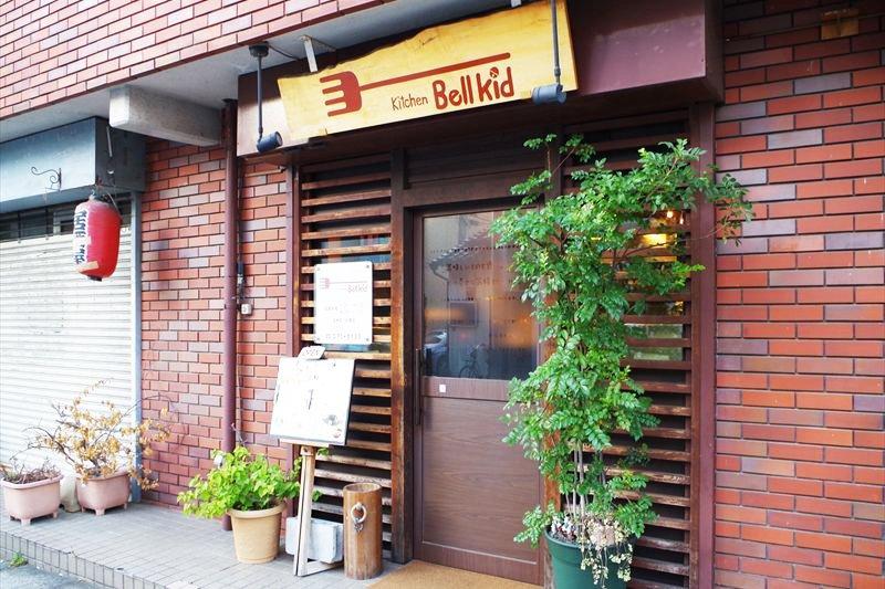 住宅街にある街の人気洋食店