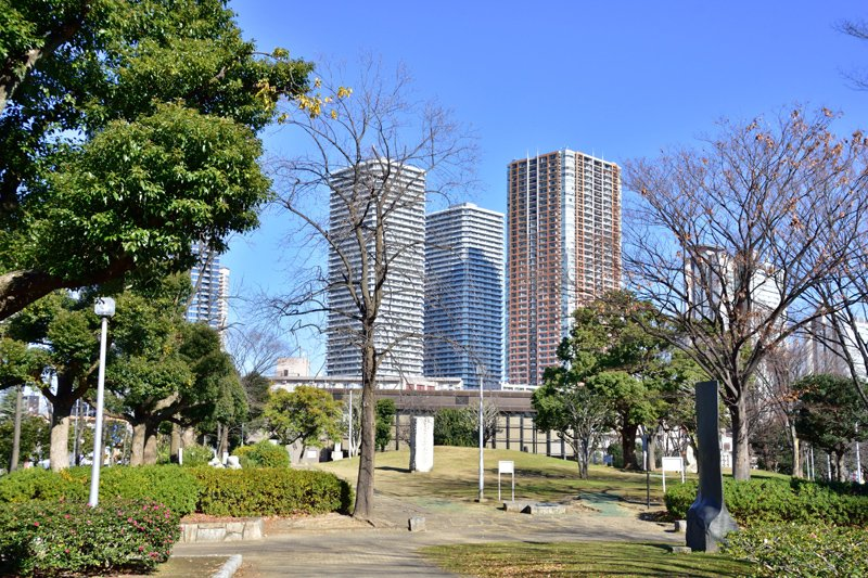 中原区市ノ坪に近接する「川崎市中原平和公園」から見る武蔵小杉方面の街並み
