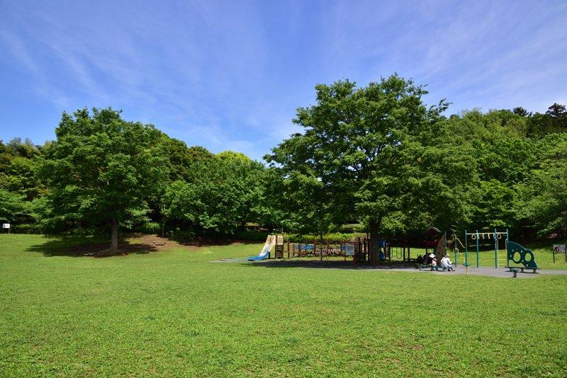 芝生広場が心地よい「王禅寺ふるさと公園」