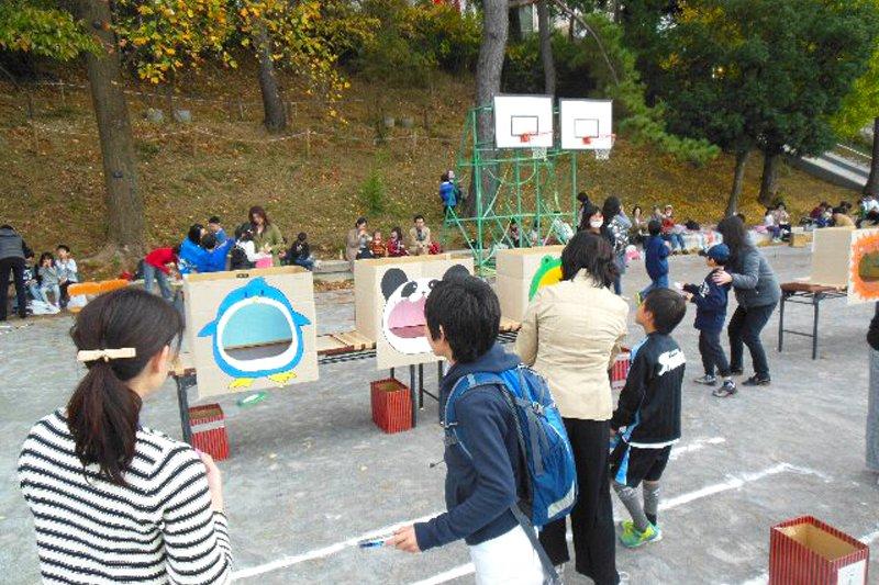 校庭を使い、さまざまな催しが行われる「きらきらフェスタ」